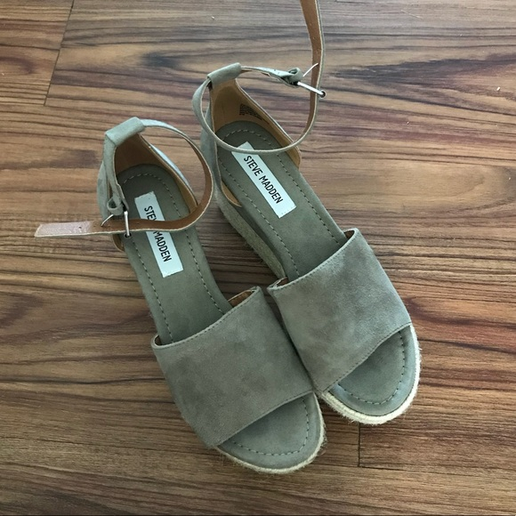673187403c6 Shoes - Steve Madden Apollo Wedges Size 8